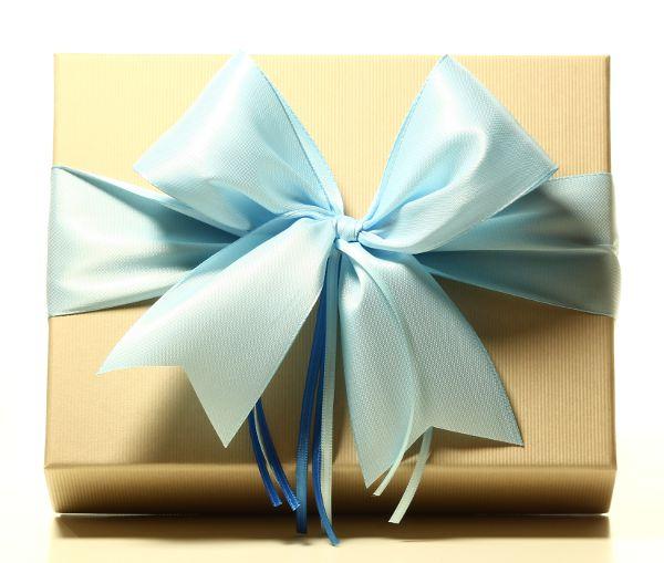 Geschenk mit Schleife Himmelblau