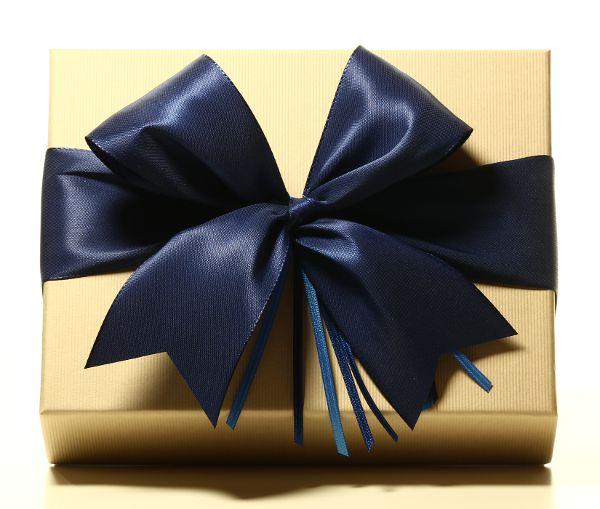 Geschenk mit Schleife Mitternachtsblau