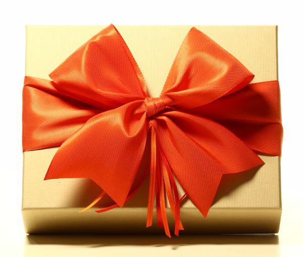Geschenk mit Schleife Orange