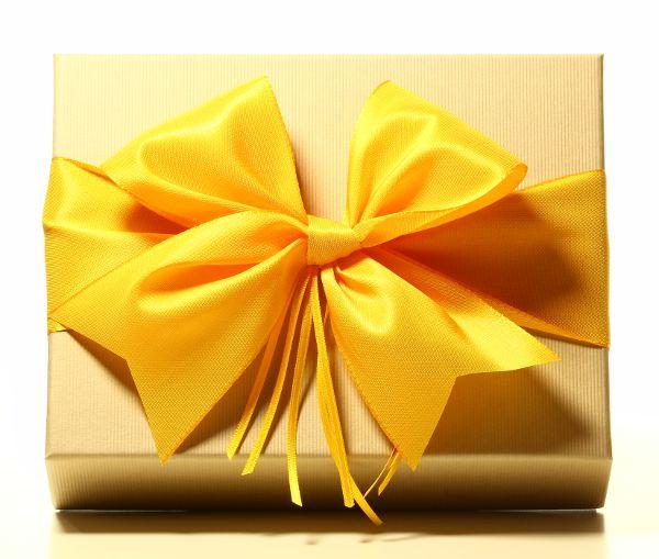 Geschenk mit Schleife Sonnengelb