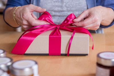 Marmeladengeschenke im Geschenkkarton mit handgefertigter Schleife, marmondo